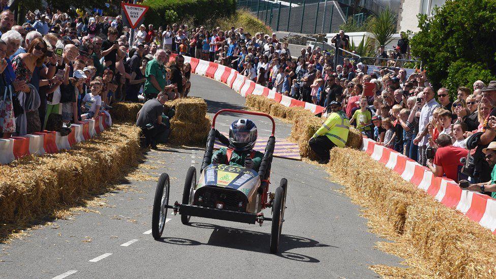 Push-cart going down the street