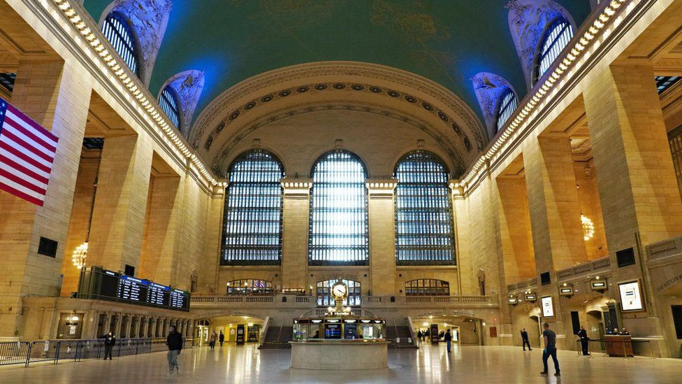 Abandoned Grand Central Station at rush hour amid virus outbreak