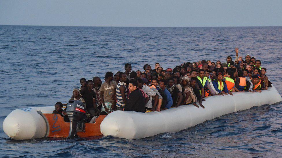 Migrants aboard rubber dinghy off Libya, 5 Nov 2016