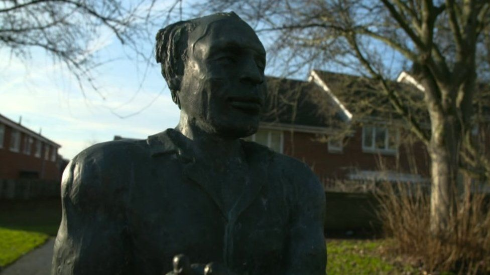 Statue of Alfred Fagon