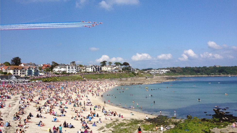 Red Arrows fly over Gyllingvase Beach, Falmouth