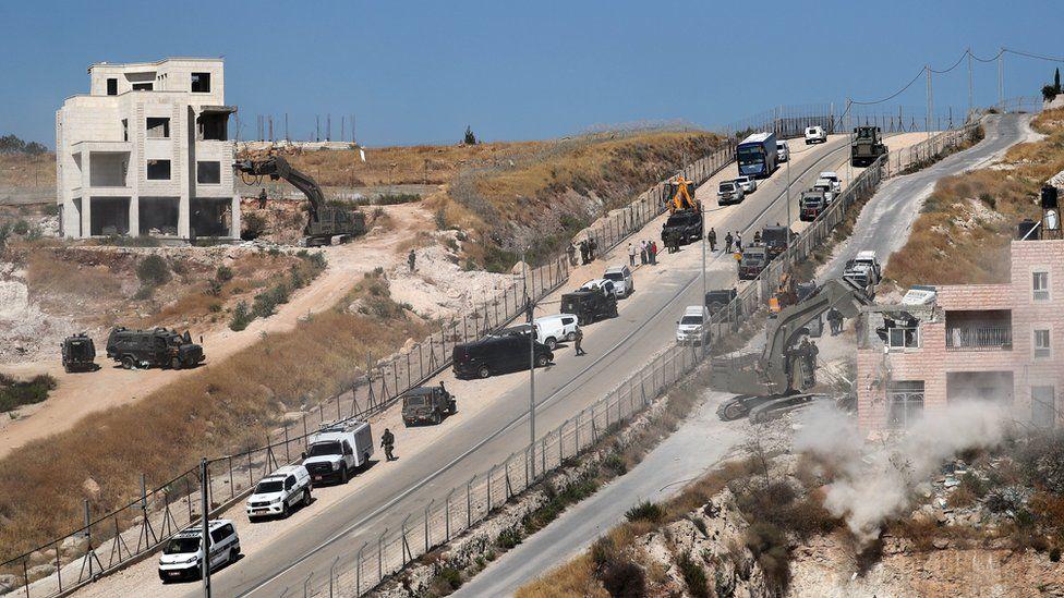 Israeli army excavators demolish a building in Wadi Hummus, in the occupied West Bank (22 July 2019)