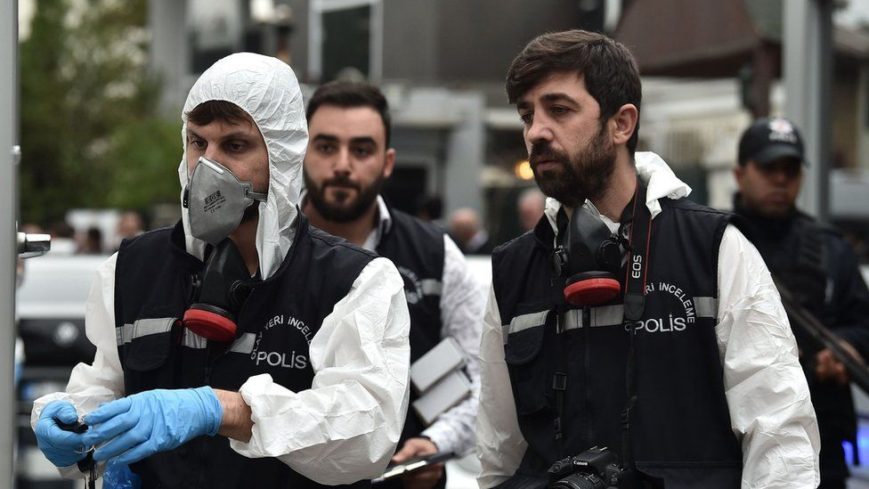 Turkish forensic investigators arriving at the Saudi consul's residence in Istanbul, 17 Oct