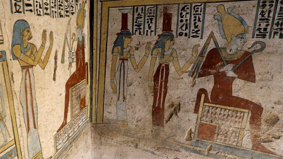Картины на стенах саркофага
