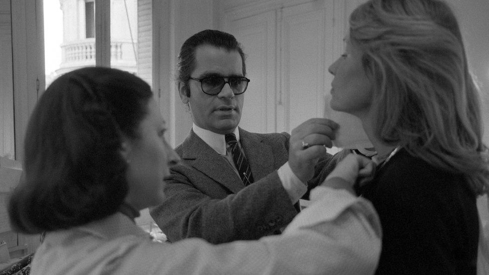 Karl Lagerfeld fitting a model for Chloe in 1979