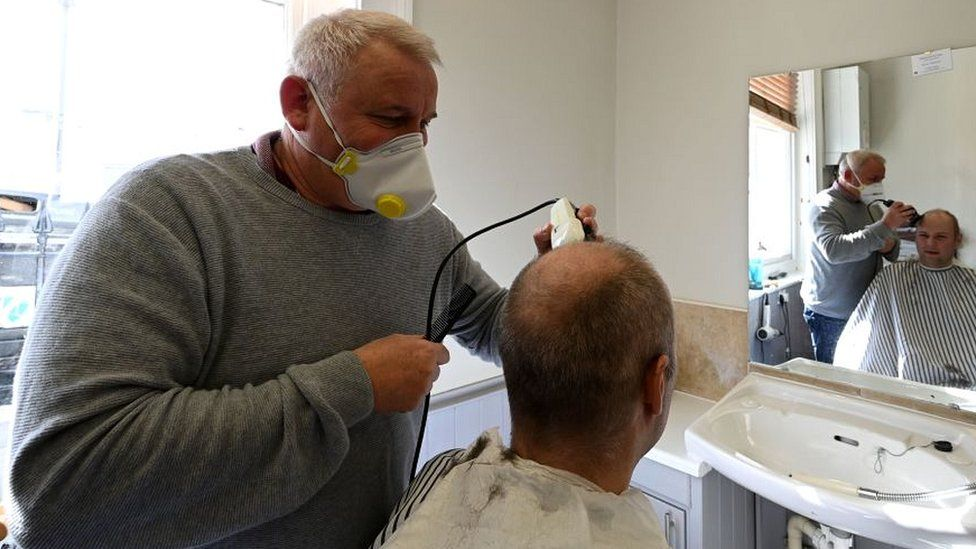 Barber working in Brighton