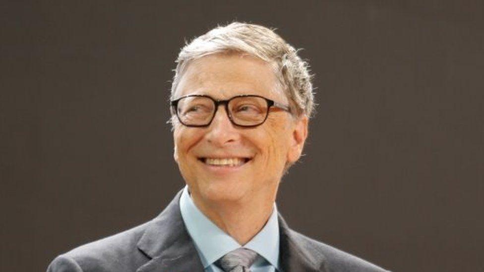 La sorprendente revelación de Bill Gates sobre el sistema que usa en su celular