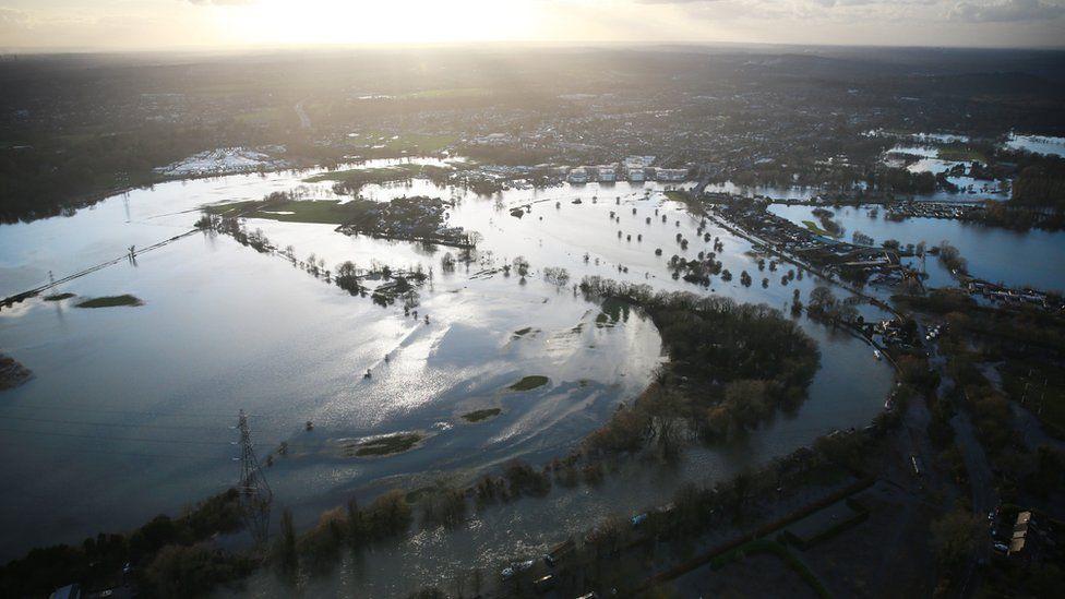 Thames floods at Chertsey