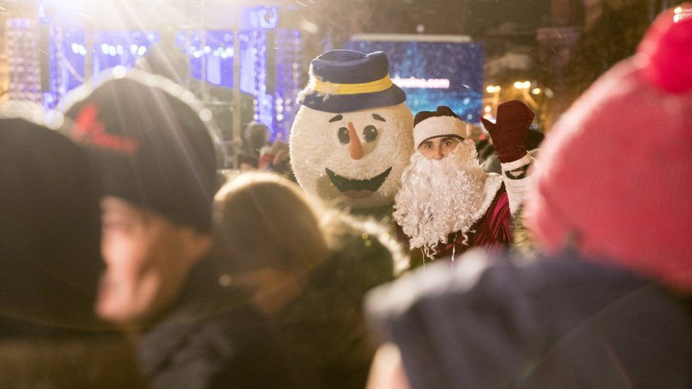 Сніговик і Дід Мороз на Софіївській площі
