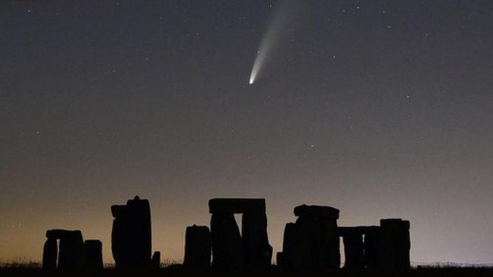 NEOWISE over Stonehenge