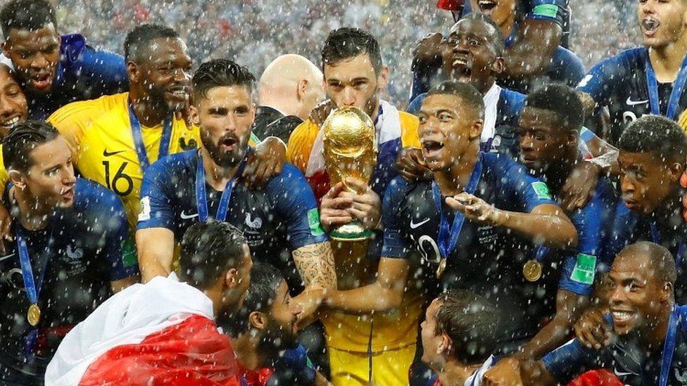 Hugo Lloris holding World Cup