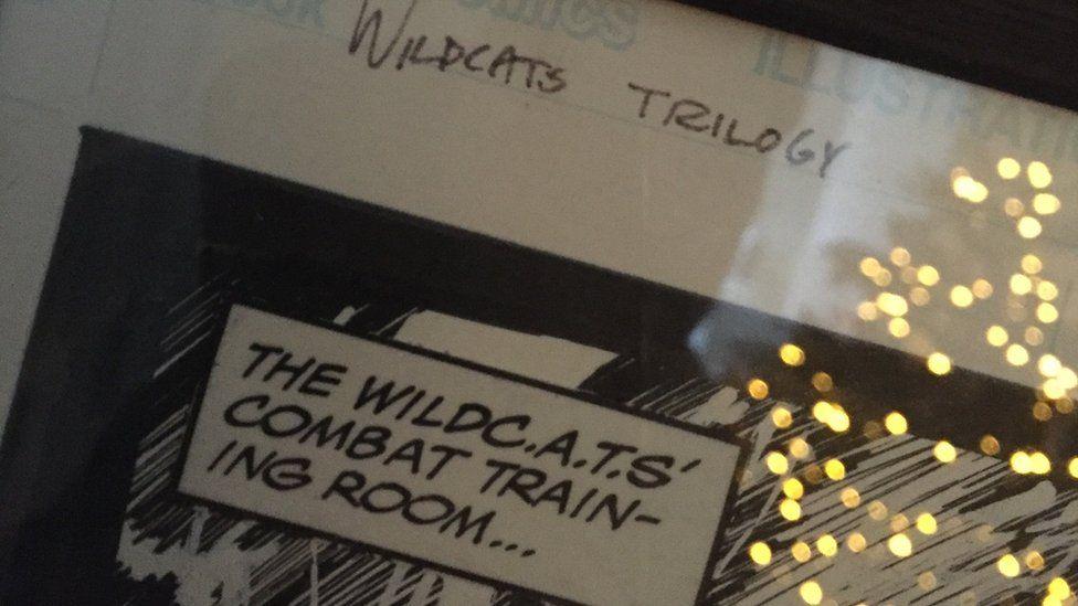 Un o fyrddau stori gwreiddiol y Wildcat Trilogy sydd yn awr ar wal Dafydd