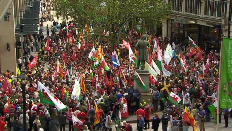 Welsh independence rally brings large crowds out in Cardiff