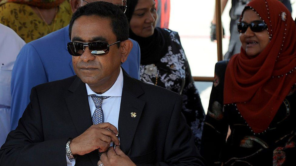 Maldives President Abdulla Yameen Abdul Gayoom attends a welcome ceremony at the Bandaranaike International Airport in Katunayake on January 21, 2014.