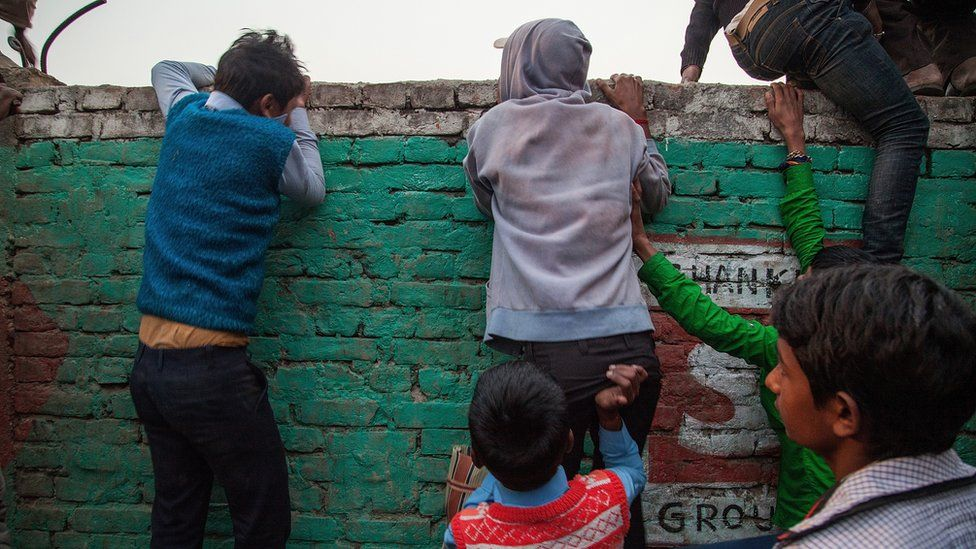 Children try to watch the sacrifices at the Gadhimai temple in Nepal (Nov 2014)