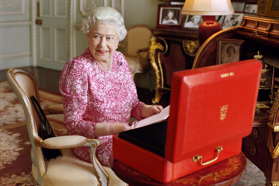 The Queen with the red box