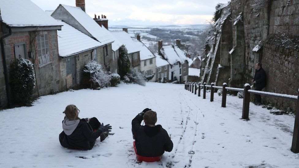 Snow: Severe weather warnings in place across UK thumbnail