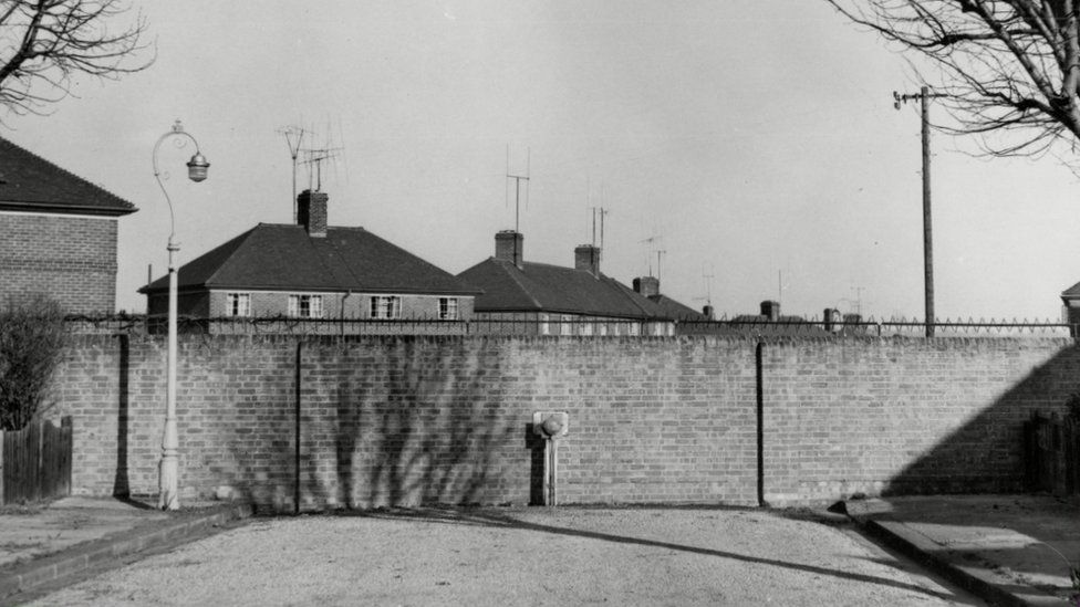The Cutteslowe Walls, pictured in 1959