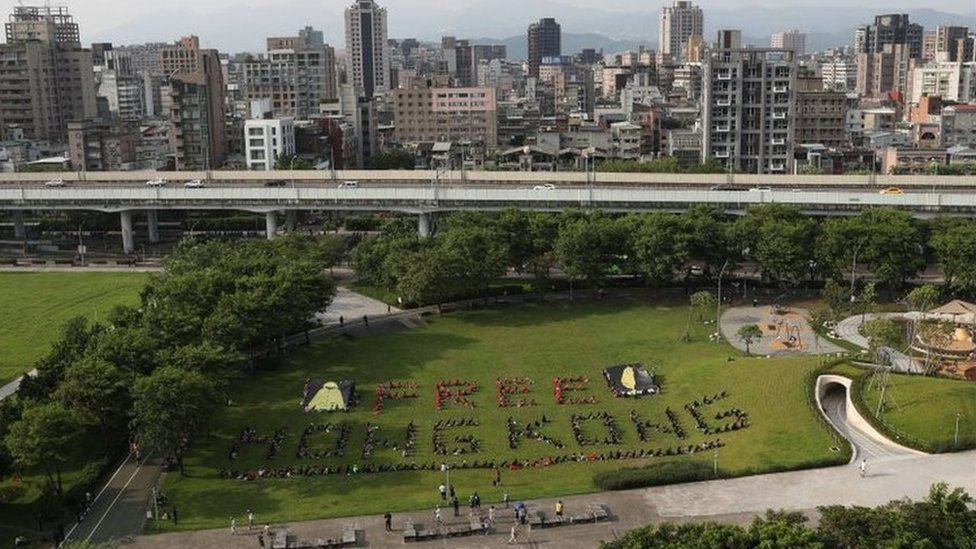 Around 300 students in Taipei formed a human chain to support the Hong Kong protesters in August