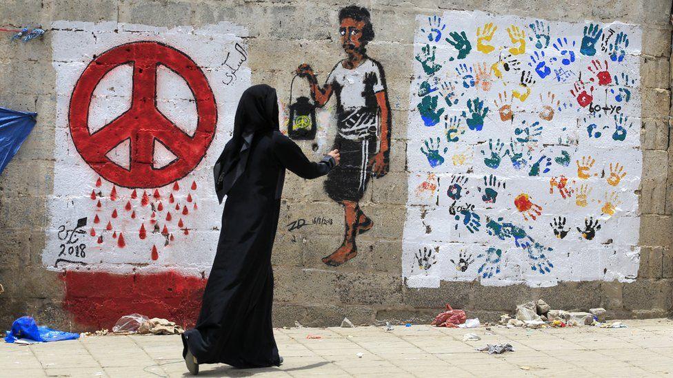 A Yemeni artist paints a pro-peace graffiti on a wall in Sanaa, Yemen (16 August 2018)