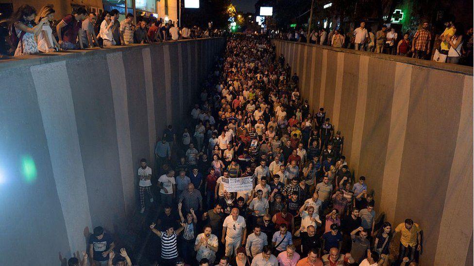 Opposition supporters march to Yerevan's Erebuni police station seized by gunmen - supporters of jailed opposition leader Zhirair Sefilyan, 29 July 2016