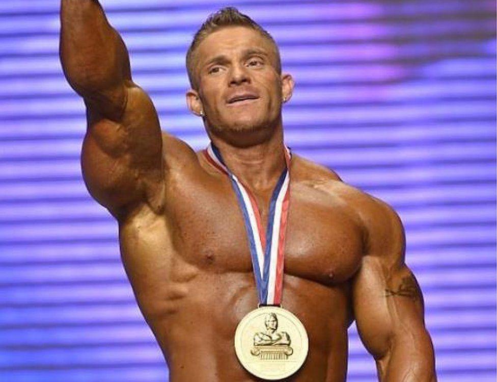 Mr Olympia bodybuilder 'Flex' Lewis matches Arnie's record - BBC News