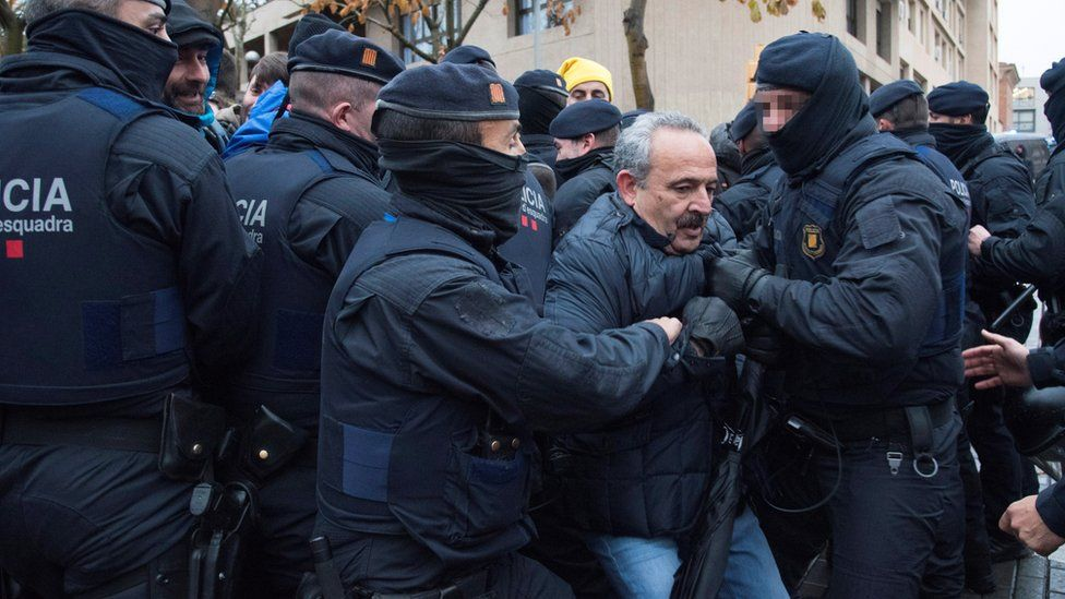 """Spanish demonstrators scuffle with members of the Catalonian regional Police (Mossos d""""Esquadra) outside of the Lleida Museum, in Lleida"""