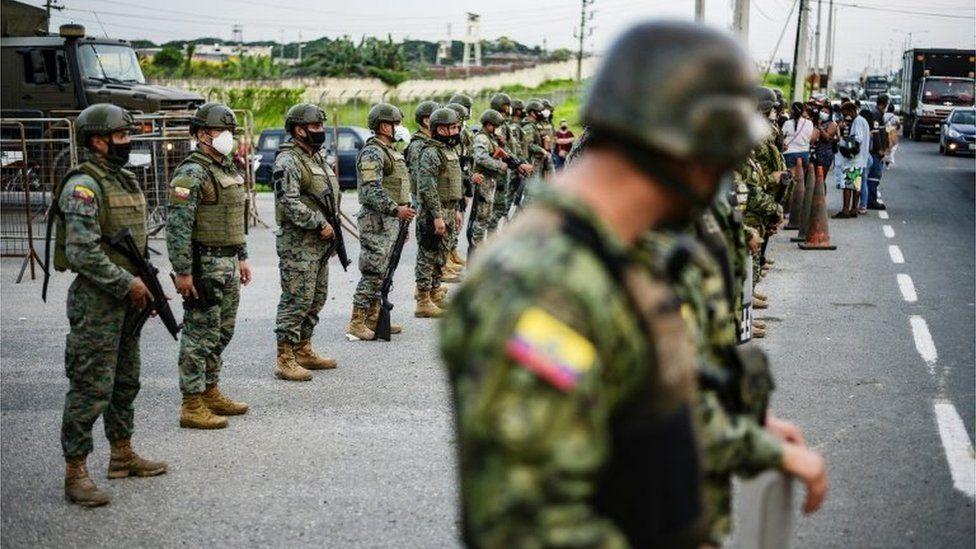 Ecuador jail fight: Dozens of inmates killed in gang war - BBC News