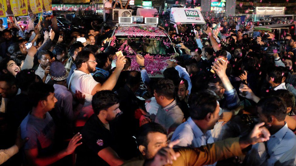 Maryam Nawaz rides in a car being showered with rose petals at a rally in Lahore, Pakistan on 9 September 2017