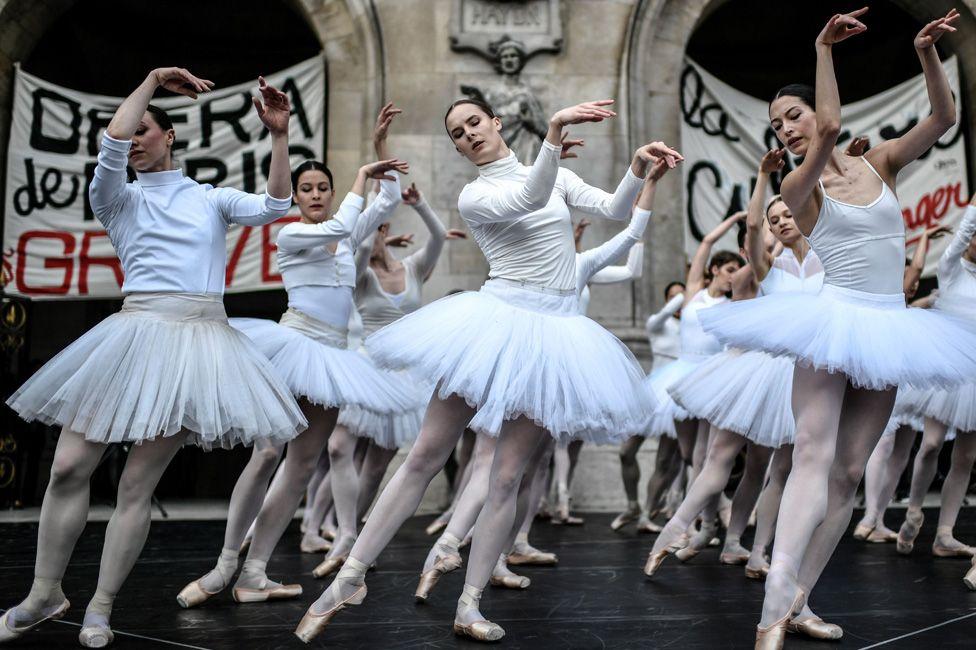 Parisian ballet dancers protesting against proposed pension reforms