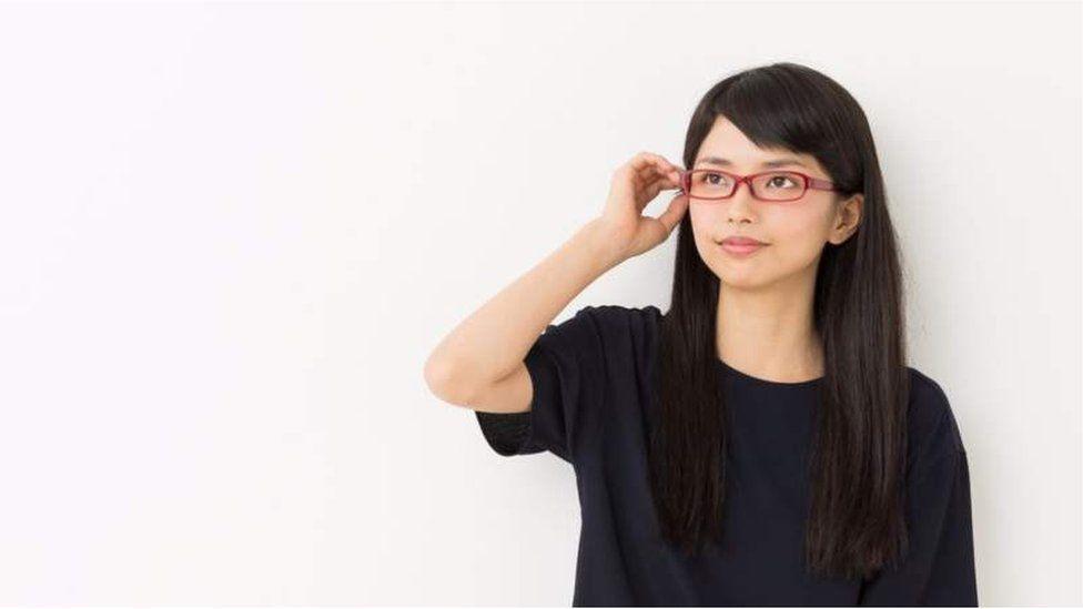 Japan 'glasses ban' for women at work sparks backlash