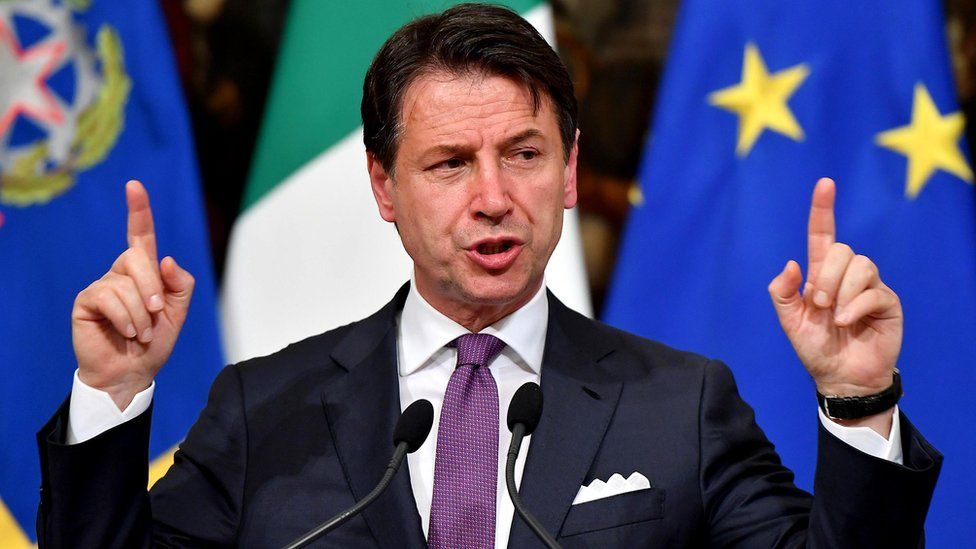 Itália volta a mergulhar na incerteza política com avanço de Salvini e renúncia de premiê