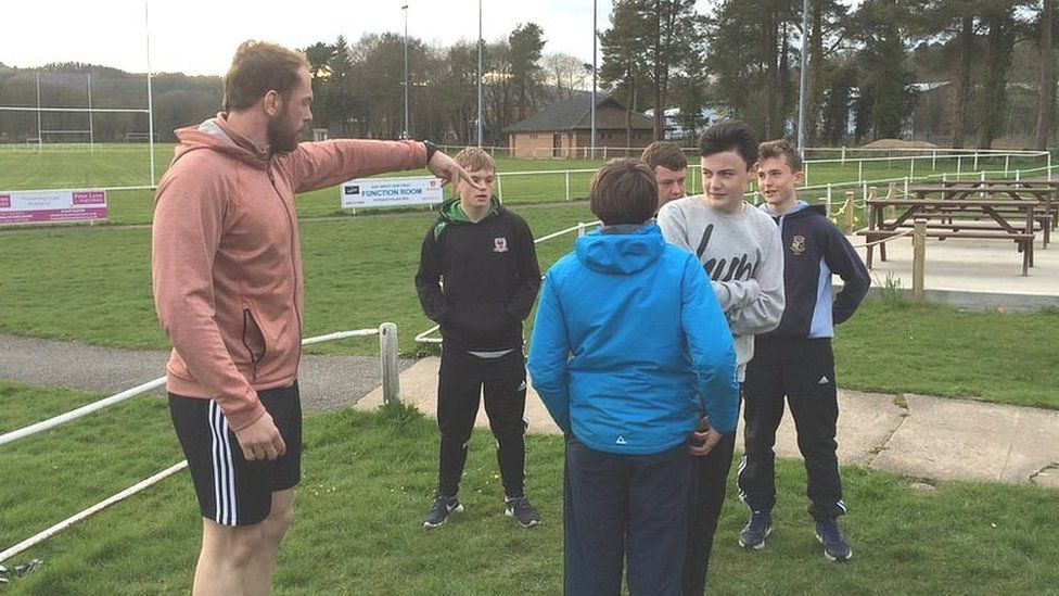 Alun Wyn Jones helping out at Ystradgynlais RFC