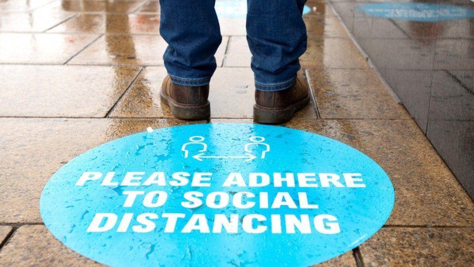 social distancing sign in Edinburgh
