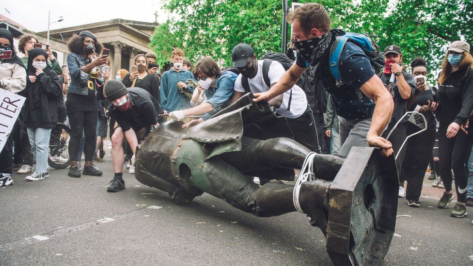 Protesters removing the statue of Edward Colston