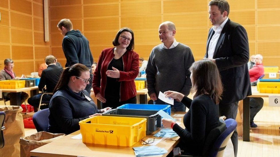 Vote counting at SPD headquarters in Berlin, 4 March 2018