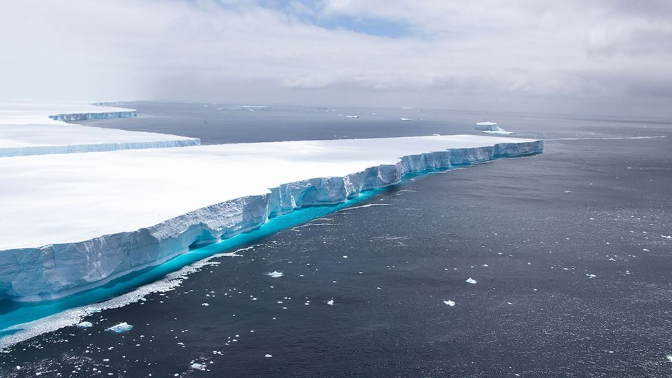 A68: Iceberg that became a social media star melts away - BBC News