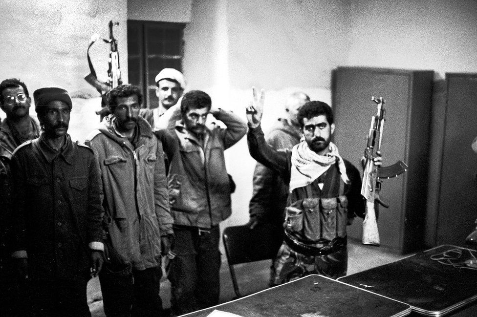 Fighters from the Kurdistan Front with captured prisoners of the Iraqi army