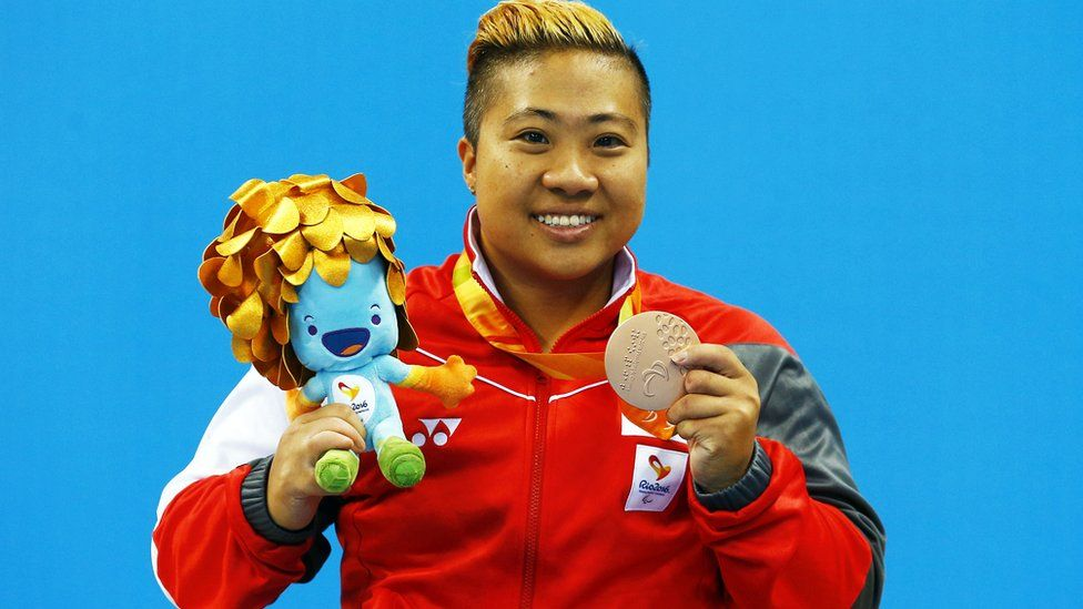 Singapore's Theresa Goh celebrates with her bronze medal