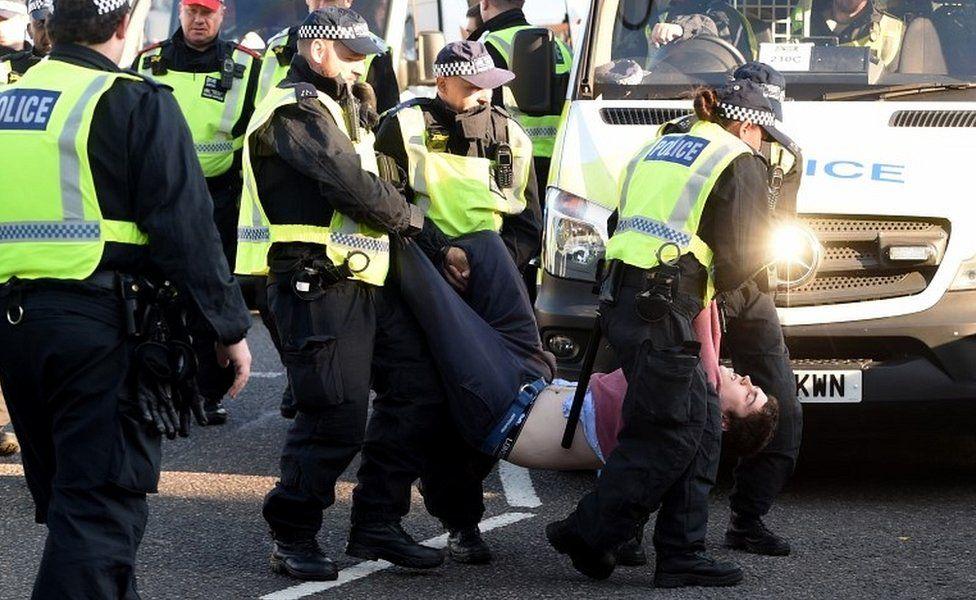 Person arrested on Lambeth Bridge
