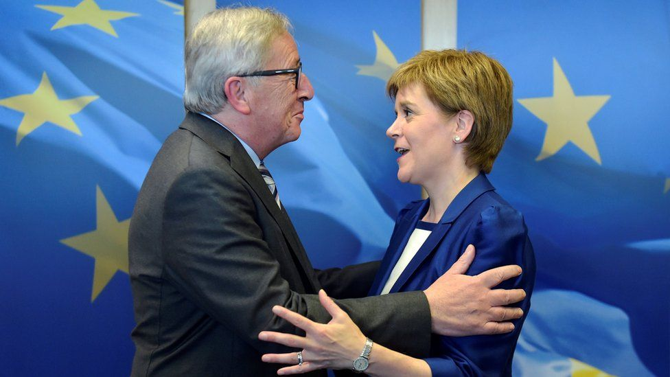 Nicola Sturgeon is welcomed by European Commission President Jean-Claude Juncker ahead of a meeting at the EC in Brussels, Belgium, June 29, 2016