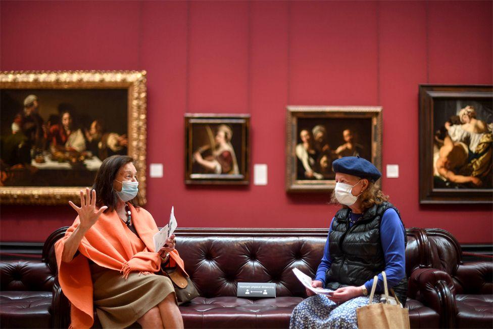 Любители искусств ждут открытия Национальной портретной галереи, запланированное на 8 июля (пока что туда пустили только журналистов)