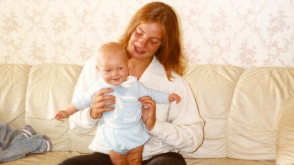 Picture of Astrid Holleeder in 1983 with niece Francis