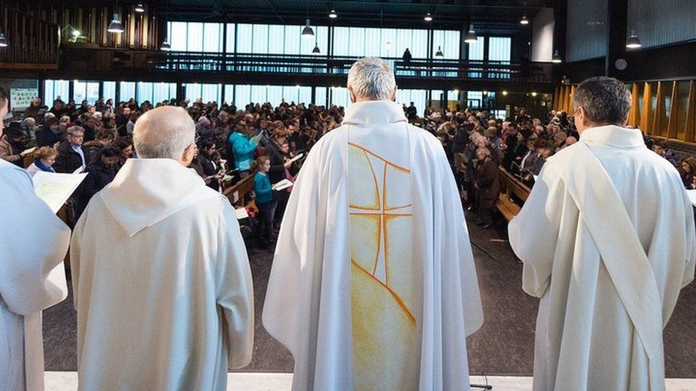Church sex abuse: Thousands of paedophiles in French Church, inquiry says