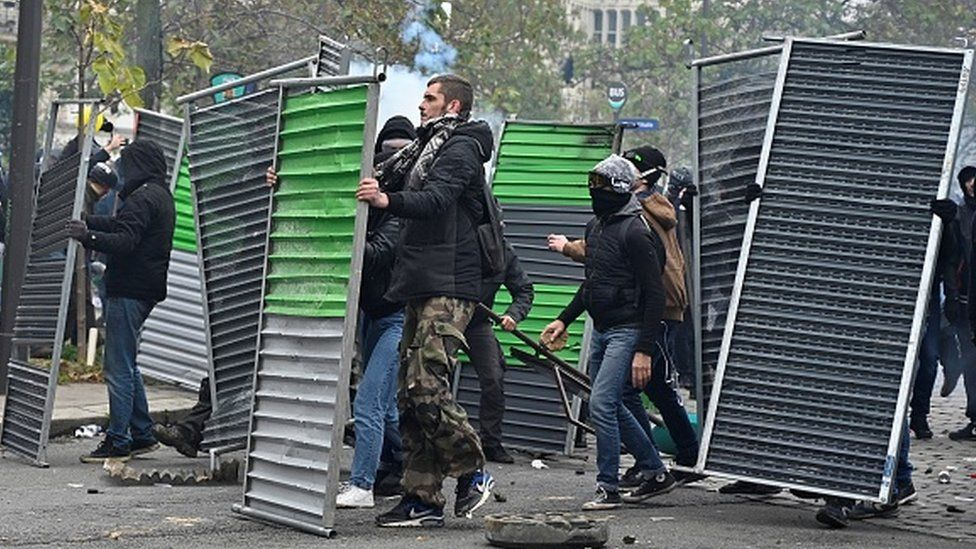 Protesters set up barricades against French riot police on Place d'Italie