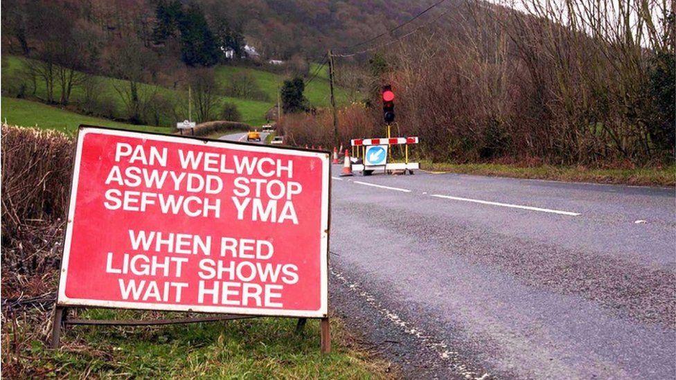 'Aswydd Stop' ar y ffordd rhwng Mallwyd a Machynlleth