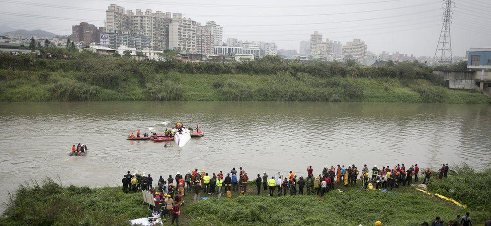 TranAsia plane in the river outside Taipei (Feb 2015)