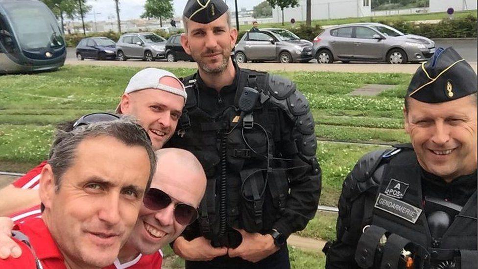Hogiau Llanberis yn cyfarfod heddlu Ffrainc yn Euro 2016