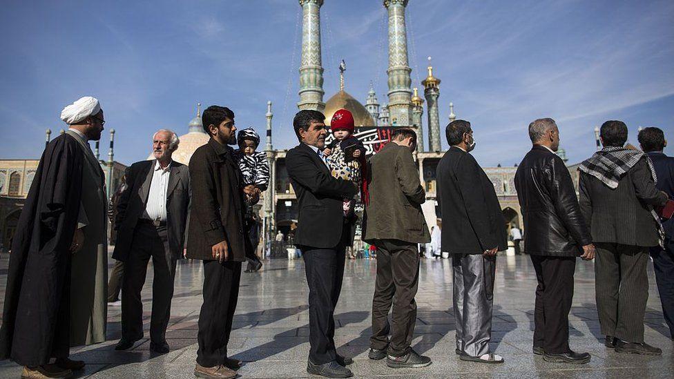 Iranians queue to vote in Qom (file photo)