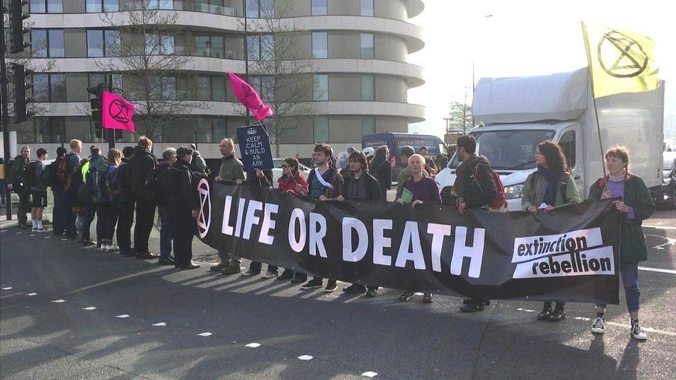 Blockade on Vauxhall Bridge